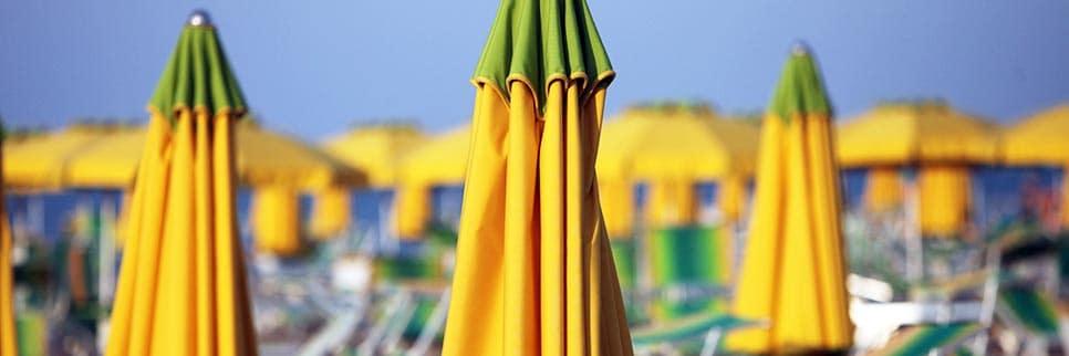 Hotel Villa Rossi: spiaggia e ombrelloni